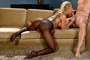 The insatiable Bella Bellz is back on Brazzers to tease us with her unbelievable booty! And this time she's wearing sheer black pantyhose and a butt plug for your viewing pleaseure. Bella shakes that big ass in slow motion and gets it nice and wet for Pre