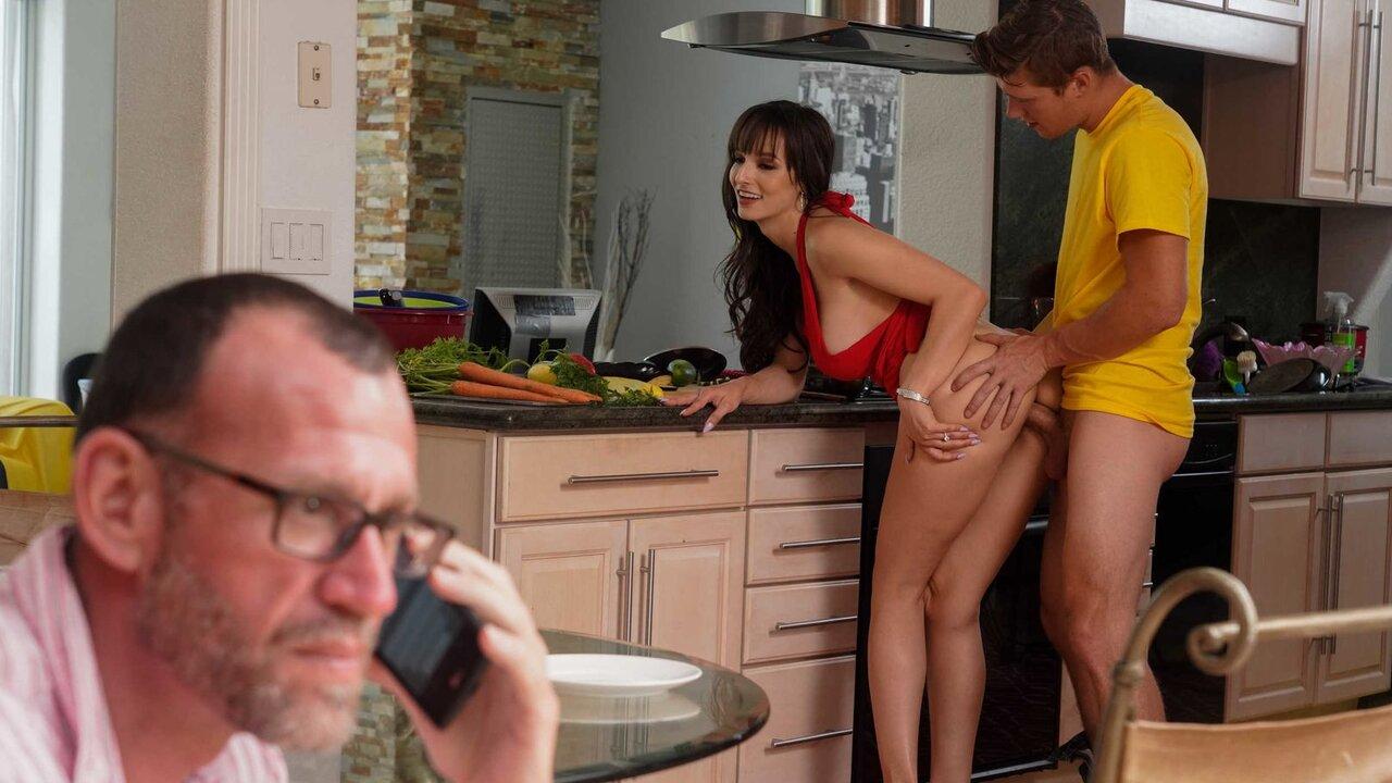 Скачать порно мачеха изменяет мужу