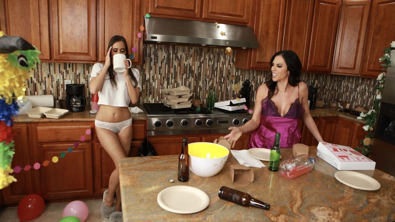 Ariella Ferrera And Desiree Dulce Bang In The Kitchen 3prn Com